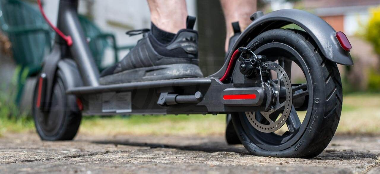 pinchazo rueda patiente eléctrico
